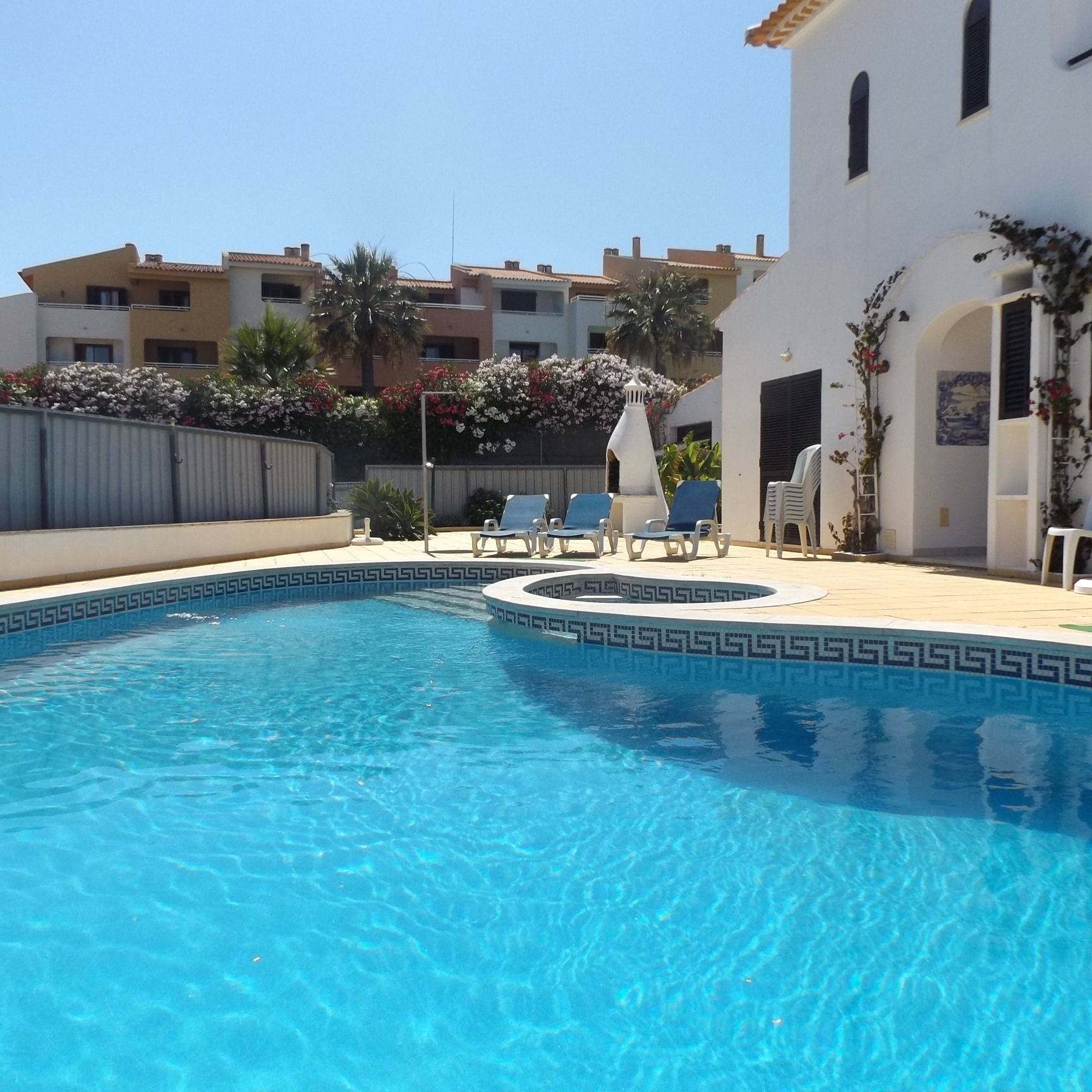 Holidays in Albufeira (Algarve) for up to 10 people